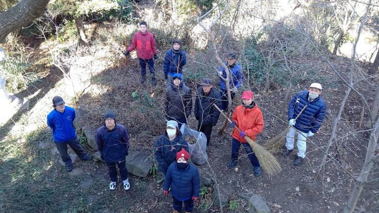 【活動報告】松岳寺境内清掃のお手伝い01