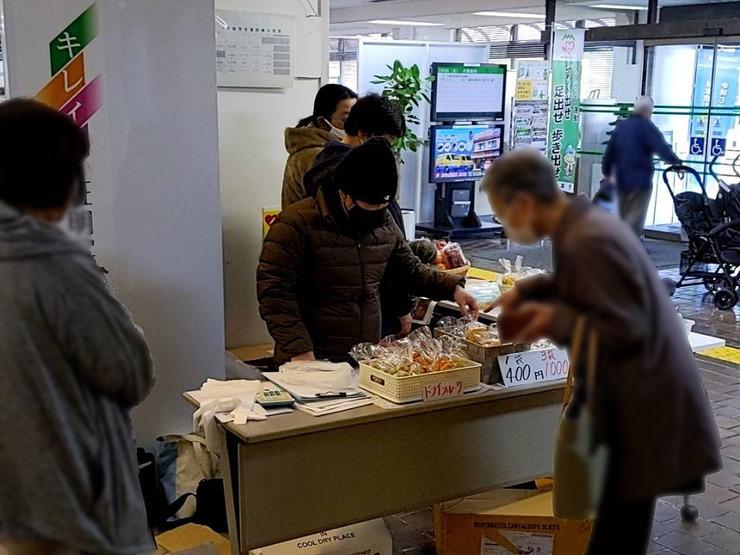 【活動報告】新鮮野菜とドライフルーツ販売の販売会を実施しました01