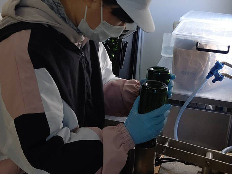 【活動報告】スパークリングワインの瓶詰めの様子03