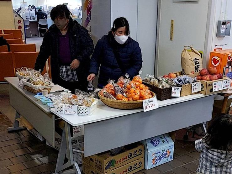 【活動報告】ドライフルーツと新鮮野菜と新米を販売しました。01